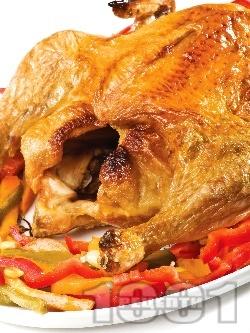 Печено цяло пиле пълнено с мед, ябълки и портокал на фурна - снимка на рецептата